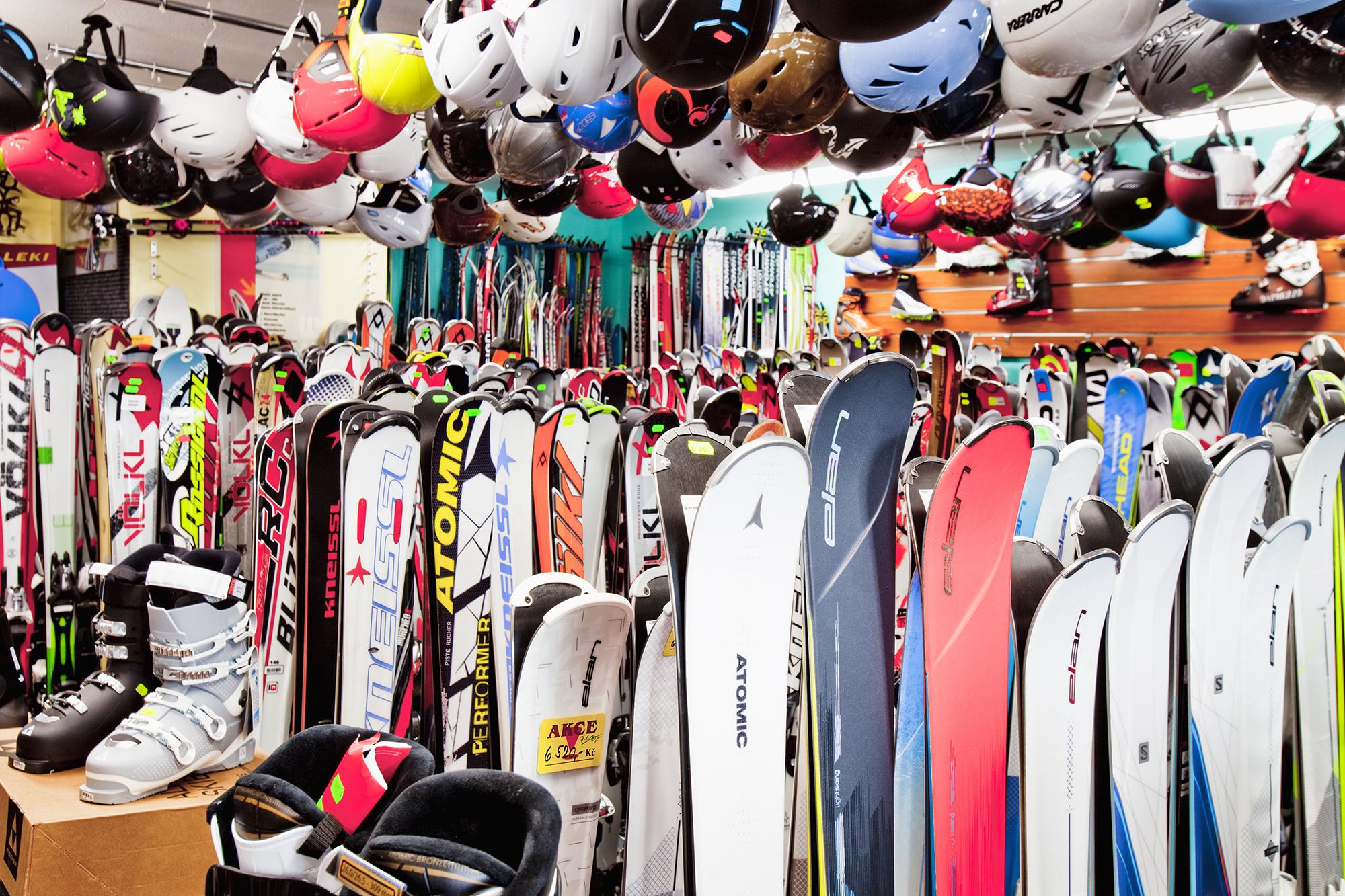 Špičková prodejna lyží a snowboardů  17808a72b81