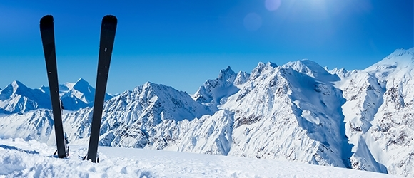 V nabídce k zapůjčení kvalitní lyže Elan modely 2021